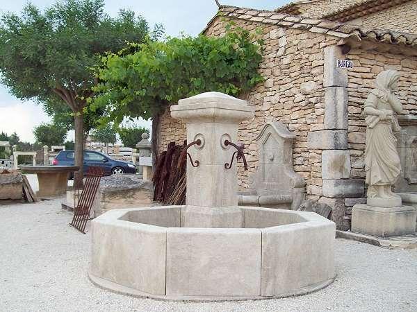 Fabricant de fontaines centrales en pierre naturelle for Bassin fontaine exterieur