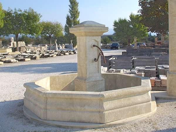 Fontaine Centrale En Pierre | Idées décoration intérieure