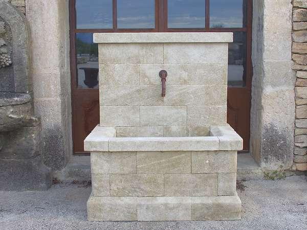 Fabricant de fontaines murales de jardin en pierre naturelle - Fontaine murale exterieure pour jardin terrasse et piscine ...