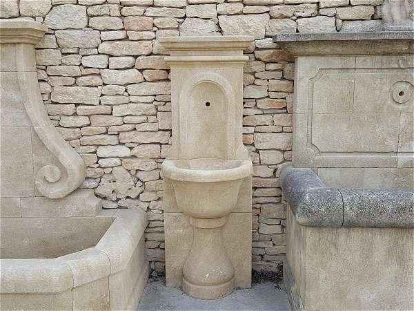 fabricant de fontaines murales de jardin en pierre naturelle. Black Bedroom Furniture Sets. Home Design Ideas