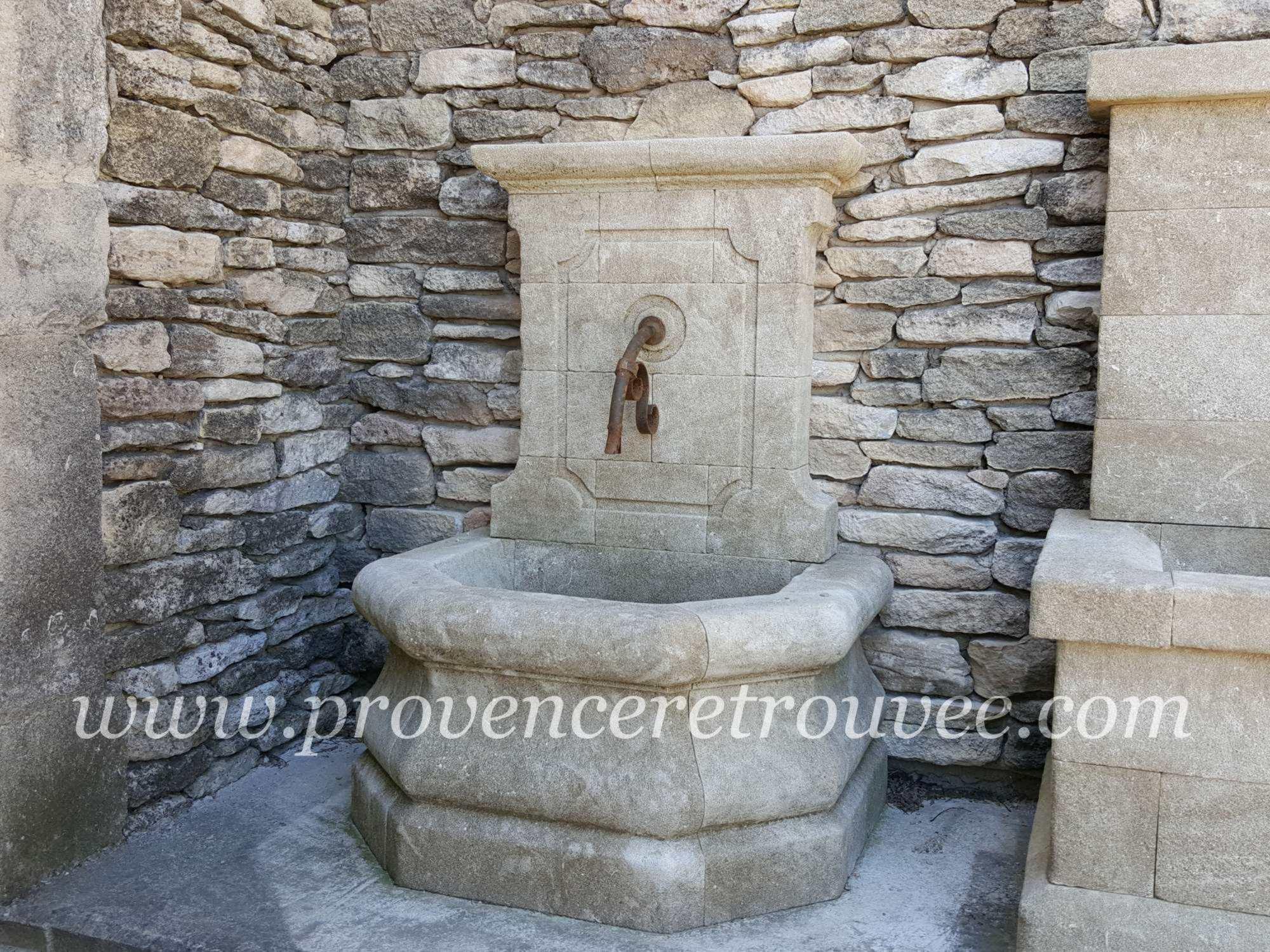 Petite fontaine murale en pierre de taille fon12-080