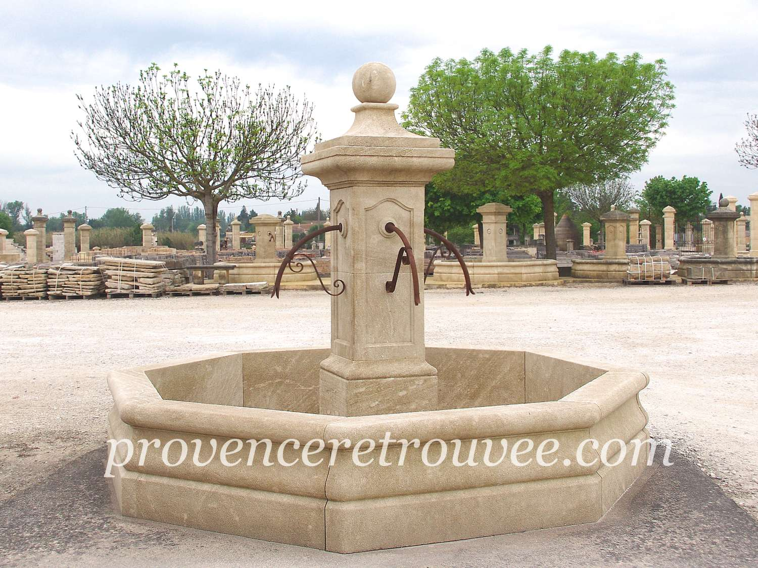 Beautiful fontaine de jardin en pierre occasion images for Fontaine de jardin