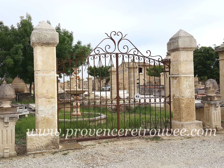 Portail en fer forg avec piliers anciens en pierre pil50 - La maison du fer forge ...