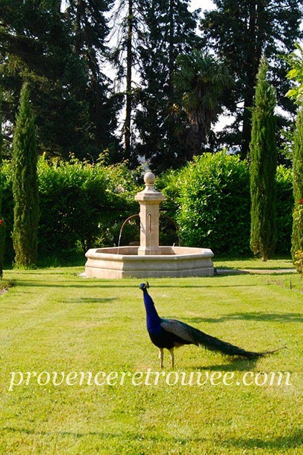 Installer une fontaine en pierre dans son jardin